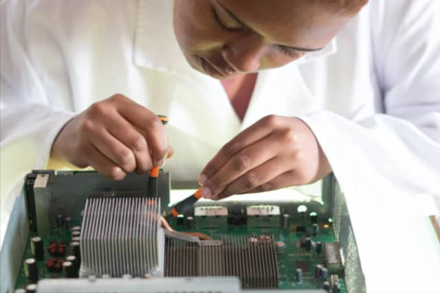 Diagnosing and resolving motherboard errors